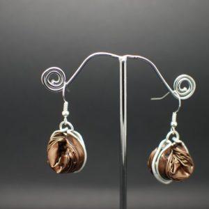 Boucles-oreilles-capsule-marron