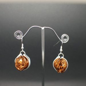 Boucles-oreilles-capsule-marron-dore
