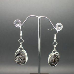 Boucles-oreilles-chaine-capsule-gris