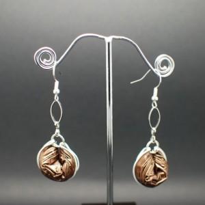 Boucles-oreilles-chaine-capsule-marron