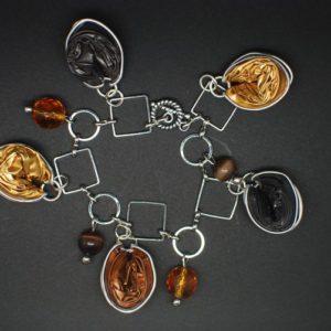 Bracelet-breloque-capsule-marron