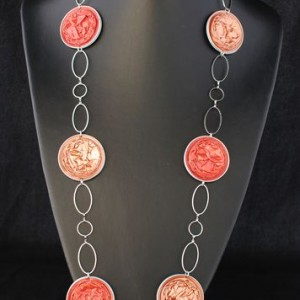 Sautoir-capsules-rouge-rose