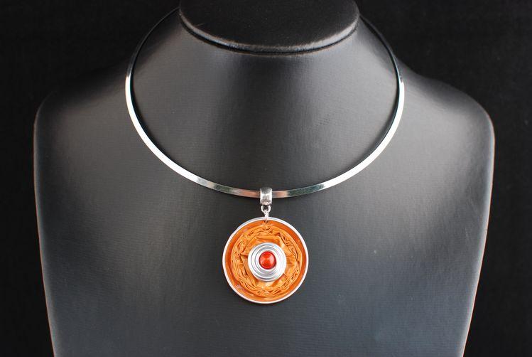 collier raz de cou capsule orange avec aluminium argent caroleg boutique bijoux fantaisie. Black Bedroom Furniture Sets. Home Design Ideas