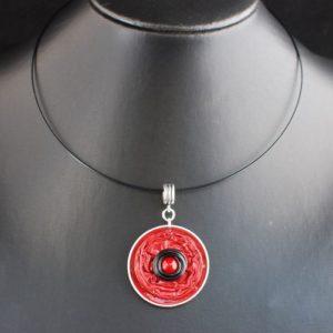 Tour-cou-capsule-rouge-alu-noir-perle