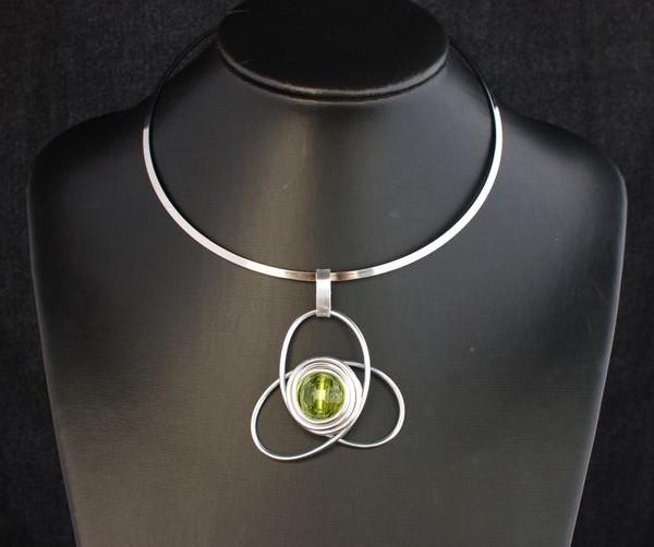 collier-aluminium-fleur-perle-verte