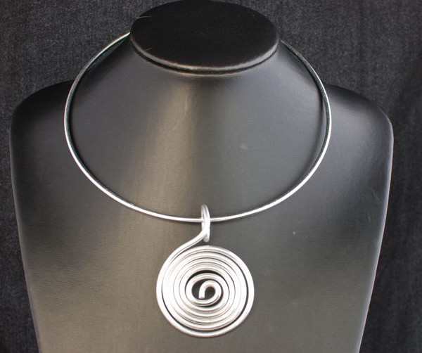 collier-aluminium-reglisse