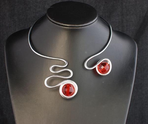 collier-aluminium-serpent-perle-rouge